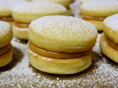 Alfajores: Argentine cookies filled with dulce de leche-- my new love :)