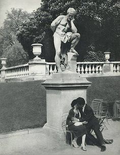 The Kiss, The Garden of Luxembourg, Paris, photo by Rene Maltete. The Kiss, Black White Photos, Black And White Photography, Photos Du, Old Photos, Vintage Photographs, Vintage Photos, Antonio Tabucchi, Street Photography