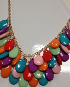 so much color to love on this statement necklace! I love the colors! Chain Jewelry, Diy Jewelry, Jewelry Necklaces, Jewelry Making, Unique Jewelry, Statement Necklaces, Costume Jewelry, Jewerly, Beading