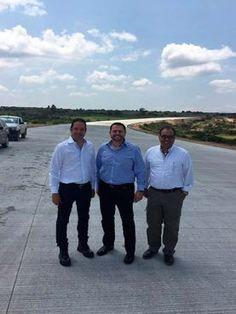 El gobernador del estado, Francisco Domínguez Servién, junto al subsecretario de Infraestructura del Gobierno Federal, Mtro. Óscar Raúl Callejo Silva,...