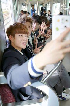 Cha Eun Woo Astro, Kpop Groups, Confessions, Entertaining, Boys, Astronauts, Baby Boys, Children, Senior Guys