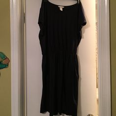 H&M jersey dress Size medium navy blue with pockets casual jersey dress. Perfect condition never worn. H&M Dresses Mini