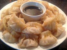 Chinese dumplings gemaakt, deze worden een keertje niet gefrituurd maar half gebakken, half gestoomd. Chinese dumplings, yummie!! Dit recept bevat ook rijstwijn, maar dat laten we achterwege.
