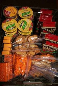 a snack station for your kids to choose from Make a healthy snack box for the counter for on the go days Applesauce pretzels dried fruit 100 cal packs Graham crackers etc. Lunch Snacks, Snacks Road Trip, Snack Boxes Healthy, Work Lunches, Kid Snacks, Healthy Lunches, Road Trips, Snacks For The Road, Travel Snacks Kids