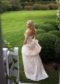 Wedding Dress, Monique Lhuillier, Photo: Ira Lippke Studio - Bridgehampton Wedding http://caratsandcake.com/noraandmichael