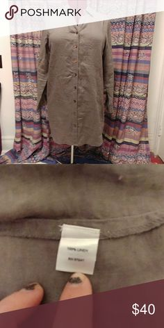 NWOT moss green, linen tunic. In perfect condition, never worn, moss green gorgeous tunic. Perfect for any season! Pair with jeans, boots and a scarf for winter, or put a short skirt and belt it in the spring with heals for work, its always on trend.  Even wear it to the 🌴 over your 👙 in the summer...possibilities are endless!! J. Jill Tops Tunics