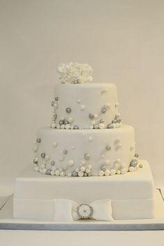 1000+ images about Bryllupskake on Pinterest  Wedding cakes, Gray ...