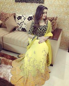 Get Help Planning Your Perfect Wedding Day – Gowns 4 Weddings Pakistani Formal Dresses, Pakistani Dress Design, Indian Dresses, Stylish Dress Designs, Stylish Dresses, Dress Outfits, Fashion Dresses, Indian Wedding Couple Photography, Elegant Girl