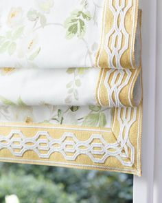 This romantic floral fabric is beautifully framed by Samuel & Sons Oro Veranda Linen Applique Border. Its delicate pale yellow hue evokes images of cornfields on an early summers morning blowing in the breeze ☀☀☀ 📸 Samuel & Sons Drapery Designs, Drapery Ideas, Samuel And Sons, Curtains And Draperies, Valances, Yellow Home Decor, Window Bed, Cottage Style Homes, Custom Window Treatments