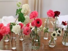 {VIDEO! } How To Set Up A Bud Vase Arrangement by LEAFtv #MothersDay