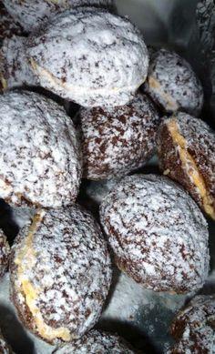 Oříšky jsou skvělou volbou na vánoční pečivo. Křehké, vláčné, křupavé, lahodné - no prostě neodolatelné! Mňamka! Czech Recipes, Russian Recipes, Eat Me Drink Me, Food And Drink, Tasty Pastry, Cookie Table, Oreo Cupcakes, Le Chef, Yummy Cookies