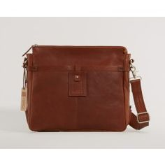 Fair Trade Original and Ferrici has founded a new alliance - together they present sturdy and practical bags made of organically tanned leather from India.  (Brun Ferrici Zip Crossover Taske)