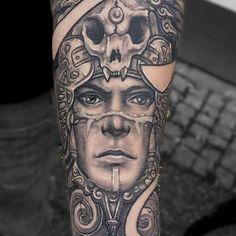 Symbolic Mayan Tattoo Ideas – Fusing Ancient Art with Modern Tattoos Totem Tattoo, Sun Tattoo Tribal, Tribal Tattoos For Men, Tattoos For Guys, Mayan Tattoos, Tattoo Symbole, Sun Tattoo Designs, Upper Back Tattoos, Tatoo
