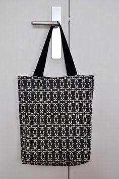 Le petit sac en tissu,  pour moi c'est un peu l'accessoire indispensable: Il me sert à emmener mon déjeuner au boulot, à porter mes ...