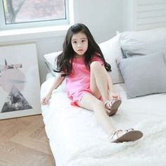 Little girl so cite Cute Asian Babies, Asian Kids, Cute Babies, Cute Young Girl, Cute Little Girls, Cute Kids, Girly Girl Outfits, Kids Outfits, Baby Girl Fashion