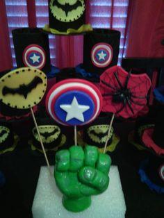 http://articulo.mercadolibre.com.ar/MLA-614310619-adorno-de-torta-puno-de-hulk-vengadores-porcelana-fria-_JM