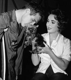 "Paul Newman & Elizabeth Taylor on the set of ""Cat on a hot tin roof""."