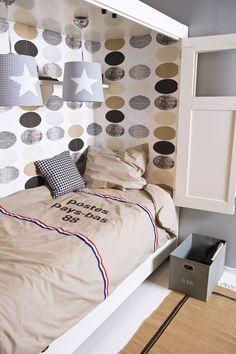 idee: bedbank als bedstede of een plank erboven.
