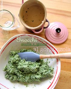 Mini cocotte in gres smaltato colore rosa, spatola Pro colore blu mate @LeCreusetItalia #food #cucina #ricette #vegetarian