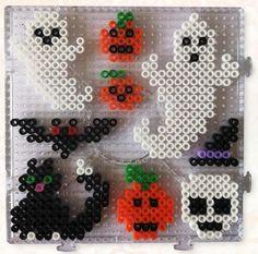 Strijkkralen Halloween - www. Melty Bead Patterns, Hama Beads Patterns, Beading Patterns, Perler Bead Mario, Diy Perler Beads, Fete Halloween, Halloween Crafts For Kids, Hama Beads Halloween, Halloween Geist