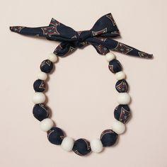 ネクタイをアレンジしたネックレスです。ネクタイの色は紺色です。|ハンドメイド、手作り、手仕事品の通販・販売・購入ならCreema。
