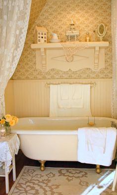 Farmhouse bathroom yellow clawfoot tubs 38 Ideas for 2019 This Old House, Yellow Bathrooms, Chic Bathrooms, Country Bathrooms, Cottage Bathrooms, Apartment Therapy, Make It Easy, Yellow Cottage, Beautiful Bathrooms