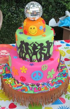 70s Cake! I want this for my 18th birthday, but instead of the cutouts of the disco dancers, I want a picture of the characters on the 70s show:)