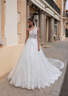 Mermaid silhouettes are a major frontrunner for 2020 brides, and Pronovias has leaned into th Pronovias Wedding Dress, Lace Wedding Dress, Black Wedding Dresses, Bridal Dresses, Wedding Gowns, Bridal Looks, Bridal Style, A Line Gown, Marie