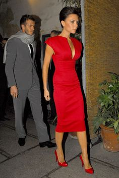 Victoria Beckham flaunts her style   Marie Claire