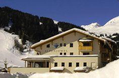 Hotel Garni Alpenjuwel  Hotel Alpenjuwel in Serfaus is een zeer mooi wintersporthotel met een fantastische ligging nabij de skilift. U heeft de beschikking over een uitgebreide wellnessruimte van 400 m2 met o.a stoombad sauna Finse sauna biosauna sanarium infraroodcabine zoutgrot en familiesauna.  Gasten van Berg en Meer Alpenvakanties ontvangen een waardebon van  20- per persoon voor een massage of beautybehandeling vanaf  50-.  EUR 73.59  Meer informatie