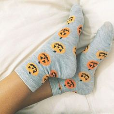 Halloween, autumn, and pumpkin image Image Halloween, Fall Halloween, Halloween Socks, Halloween 2020, Trajes Kylie Jenner, Fall Outfits, Cute Outfits, Estilo Rock, Autumn Aesthetic