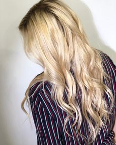Loreal Professionnel, Blondie Girl, Blonde Model, Hair Painting, Deco, Hair Inspo, New Hair, Blonde Hair, Hair Color