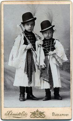 Budapest - by Schmidt Ede - Hungary Vintage Postcards, Vintage Images, Vintage Kids, Anthropologie, Budapest Hungary, Folk Costume, My Heritage, Pretty Eyes, The Good Old Days
