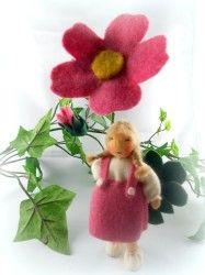 Heckenrose, Blumenkind für den Jahreszeitentisch im Sommer