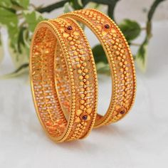 Gold Jewelry Design In India Gold Bangles Design, Gold Jewellery Design, Silver Jewellery, Designer Jewellery, Body Jewellery, Latest Jewellery, Temple Jewellery, Diamond Jewellery, Diamond Bracelets