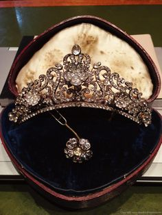Tiara c.1830s at Richard Ogden in the Burlington Arcade. The tiara comes apart and splits into various other pieces. It can be taken apart and turned into a brooch and a smaller tiara/headpiece