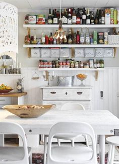 Beautiful, bohemian style country house located in Stockholm, where most of the furniture and accessories came from recycling and flea . Sweden House, Big Desk, Cottage Kitchens, Buy Chair, Industrial House, Industrial Style, Home Office Furniture, Beautiful Interiors, Apartment Living