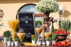 Pasta corner set up for a tipical italian night in Florence Italian Table, Italian Wine, Italian Dining, Fruit Displays, Dinner Party Decorations, Table Decorations, Dessert Bars, Un Diner Presque Parfait, Italy Party