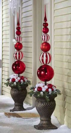 ** DIY Outdoor Christmas Topiary Made Out Of Extra Large Plastic Ornaments, By Drilling A Hole, Then Slide Onto A Dowel And Secure To A Styrofoam Ball Inside A Planter, Decorate With Ribbon And Fake Snow. Christmas Topiary, White Christmas Ornaments, Elegant Christmas Decor, Diy Christmas Decorations Easy, Christmas Porch, Noel Christmas, Christmas Lights, Christmas Wreaths, Classy Christmas