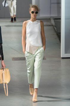 3.1 Philip Lim – Mintgrün - Anstrich in Pastell: ein frischer Ton, der Farbe in Garderobe und Wohnung bringt – mit cleanen Mode- und Livingstücken