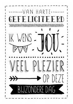 Vrolijke tekst voor de jarige verjaardagskaart van Zwart Wit kaarten versturen bij Kaartwereld: 20% korting bij het maken van een gratis account.