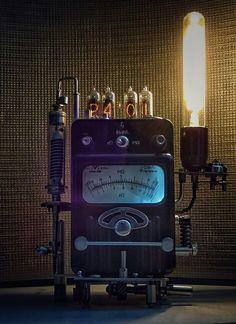 Nixie clock ИН 14-4 Steampunk Gadgets, Steampunk Clock, Steampunk House, Steampunk Design, Edison Lighting, Cool Lighting, Diesel Punk, Vintage Industrial, Industrial Lamps