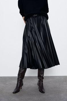 Pleated midi skirt featuring a matching fabric removable belt appliqué and invisible side zip fastening. HEIGHT OF MODEL: 177 CM / Pleated Fabric, Pleated Midi Skirt, Zara United States, Couture, Mannequin, Harem Pants, Zip, Skirts, Leather