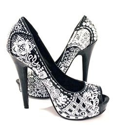 @Julie Cates - I know that you're not big on high heels, but I thought these zentangle shoes were pretty darn amazing! Oh the possibilities!