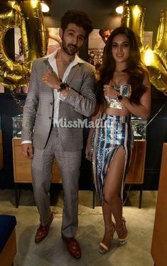 Bollywood actor Kartik aryan with Nidhi Agarwal Bollywood Stars, Bollywood Fashion, Bollywood Celebrities, Bollywood Actress, Nidhi Agarwal, Sara Ali Khan, Handsome Actors, Sweet Couple, Indian Designer Wear