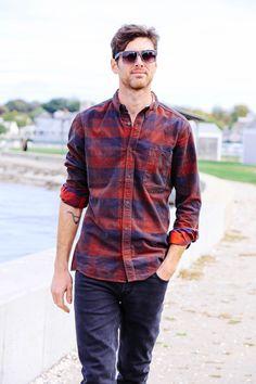 Clássica no segmento masculino, a camisaria jeans também pode ser feita em fio tinto. As possibilidades são infinitas e um único tecido pode se tornar diversas peças: explore na lavanderia e na mistura de tecidos. #Jeanswear #Plaid #menswear #FocusonJeans® #FocusTextil