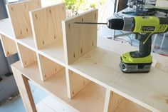 How to build your own cube organizer - Cube Shelves - Ideas of Cube Shelves Cube Storage Shelves, Diy Storage Boxes, Diy Garage Storage, Storage Cubes, Smart Storage, Storage Hacks, Etagere Cube, Cube Organizer, Diy Holz