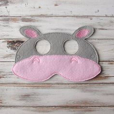 In this fun jungle animal mask, your little one will be the hippest hippo in town! The comfy, felt mask features a big pink hippo nose, gray trim
