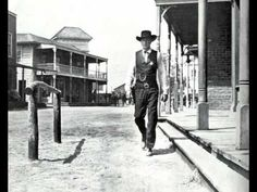 High Noon, sung by Frankie Laine in this version, is an American 1952 western film directed by Fred Zinnemann and starring Gary Cooper and Grace Kelly. Gary Cooper, Westerns, Celine Dion, Famous Movies, Good Movies, Sheriff, The Tremeloes, Cowboy Films, Fred Zinnemann