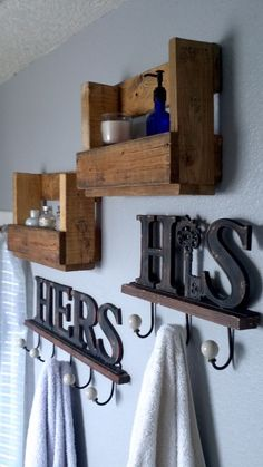Landhaus Easy bathroom Pallet Shelf - Sanded and Stained. Bvlgari weird spelled an exceptional perfu Pallet Projects, Home Projects, Pallet Bathroom, Wooden Dog House, Simple Bathroom, Bathroom Ideas, Bathroom Storage, Bathroom Hooks, Pallet Shelves